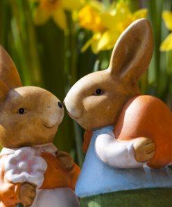 Påskdekorationer i form av kaniner